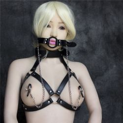 Podprsenka BDSM s náhubkom a štipce na bradavky